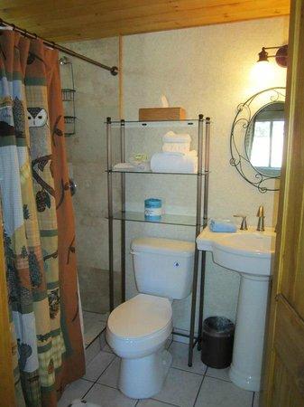 Hillcrest Lodge: Bathroom 7
