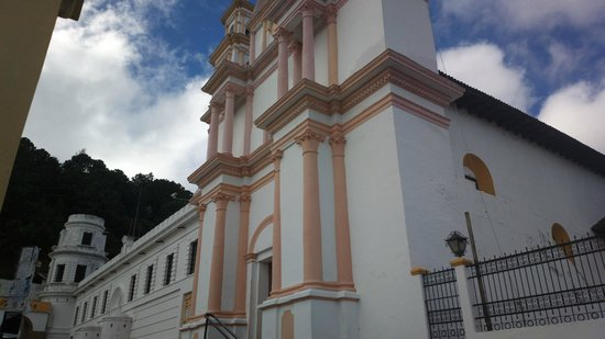 Hotel Mision Colonial : frente al hotel  museo del ambar