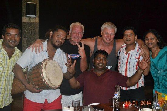 Warahena Beach Hotel: Вечеринка после охоты на крабов