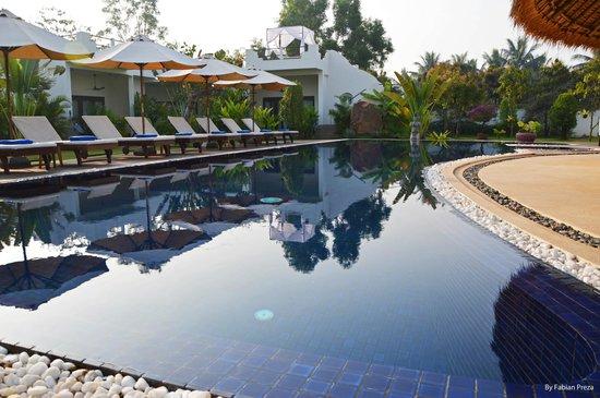 Navutu Dreams Resort & Wellness Retreat: Piscina.