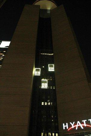 Hyatt Regency Houston : Elevators viewed from outside at night. Great view from the elevators!