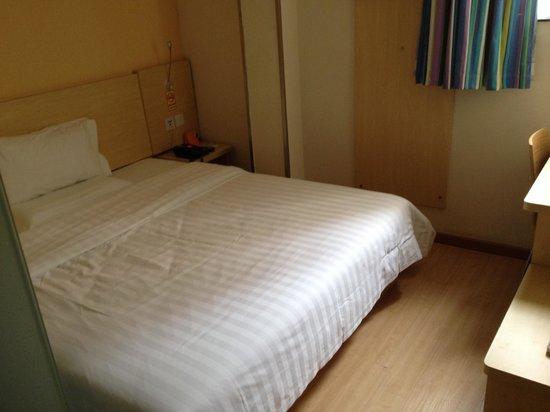 7 Days Inn (Guangzhou Shiqiao): シモンズ社のベッド