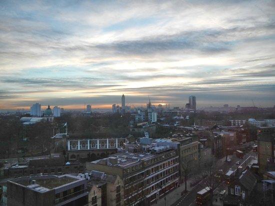 H10 London Waterloo : City view room, 12th floor