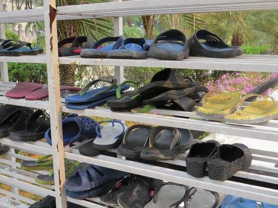 National Mosque (Masjid Negara) : No Shoes Inside!