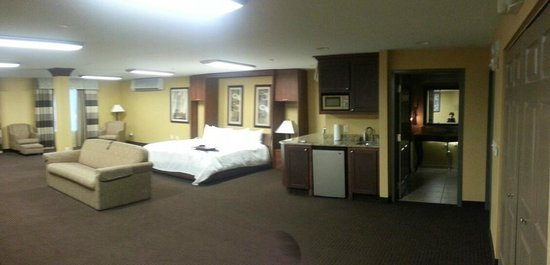 Hampton Inn Holland: Conference room turned into our room