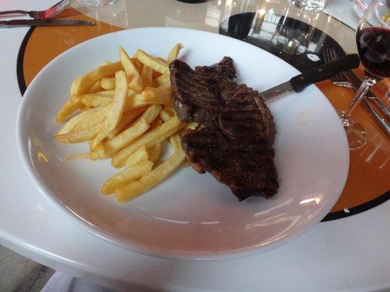 Tokyo Eat: この日のランチメニュー子牛のステーキとポテト