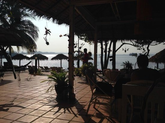 The Cove Beach Bungalows : The Cove restaurant