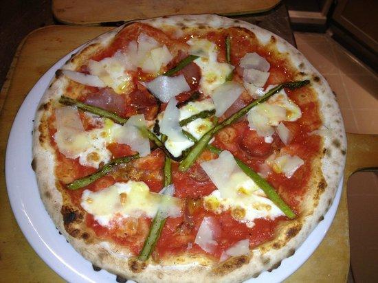 Altro Pizza & Caffe: Asparagi Pizza