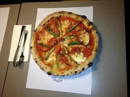 Altro Pizza & Caffe: Zucchini flower Pizza
