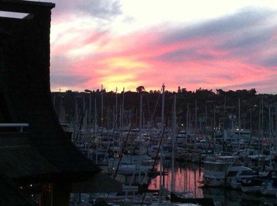Bay Club Hotel & Marina: The view from the marina side