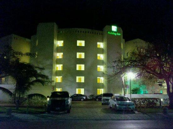 Holiday Inn Cancun Arenas: Frente del hotel