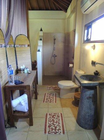 Rumah Dharma: Open toilet concept