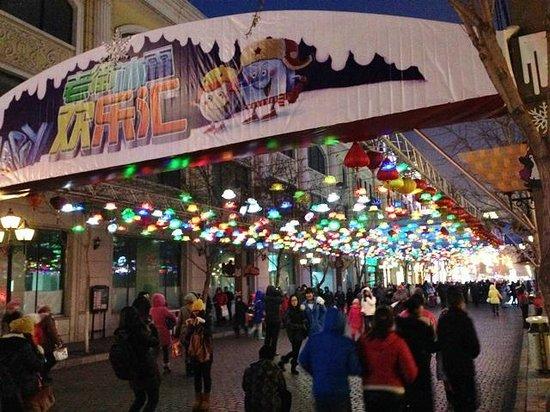 Jingu Hotel: Central Avenue at night