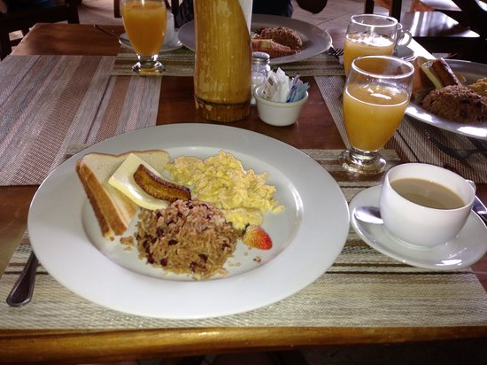Volcano Lodge & Springs: Breakfast time