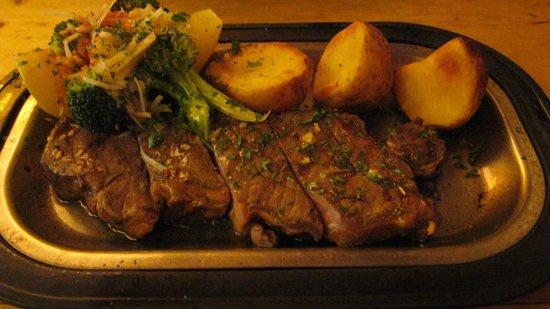 Pavz Creperie: Steak with potato slices