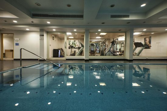 Avalon Courtyard: Swimming Pool & Gym