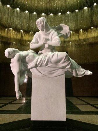 Музей Победы: sculpture in Hall of Rememberance