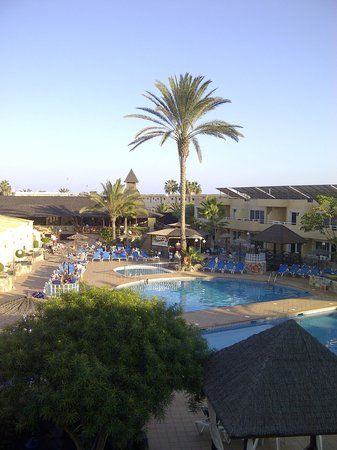 Hotel Arena Suite Fuerteventura: Overlooking the pool