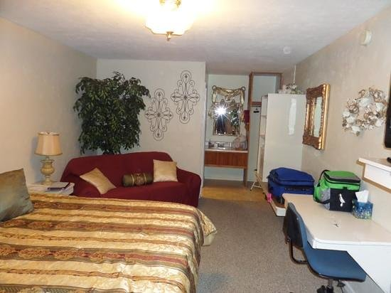Country Acres Motel and RV Park: nice room.