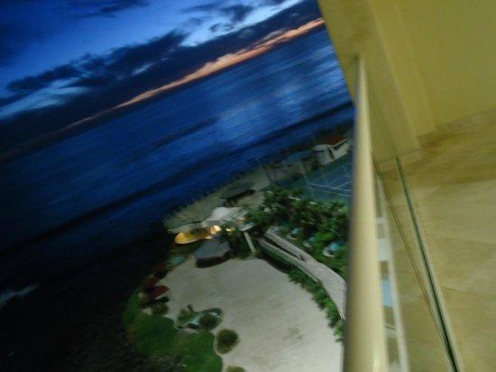 Las Olas Resort & Spa: los jacuzzis y el gyn abajo esta el restaurant