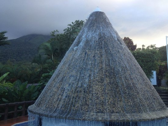 Los Lagos Hotel Spa & Resort : Volcano water feature