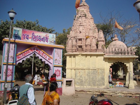 Dwarka, Индия: bhoothnath temple near entrance of sideshwar mahadev temple