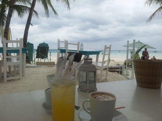 Kasbah: Kalamansi Juice & a Cappucinno