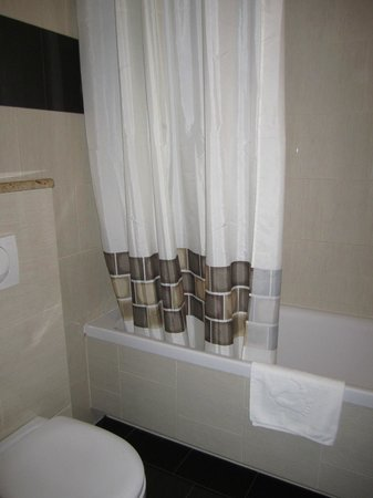 Hotel Columbus : Bathroom