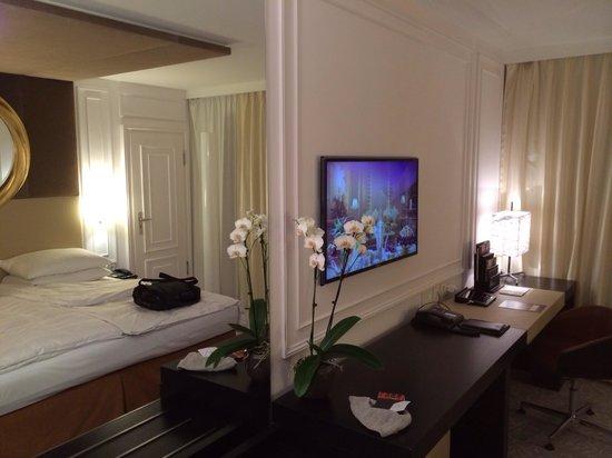 Hotel Vier Jahreszeiten Kempinski Munchen: Camera