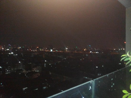 Bangkok City Hotel: view from balcony at night