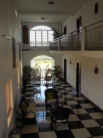 Lakeside Boutique Villa : Inside