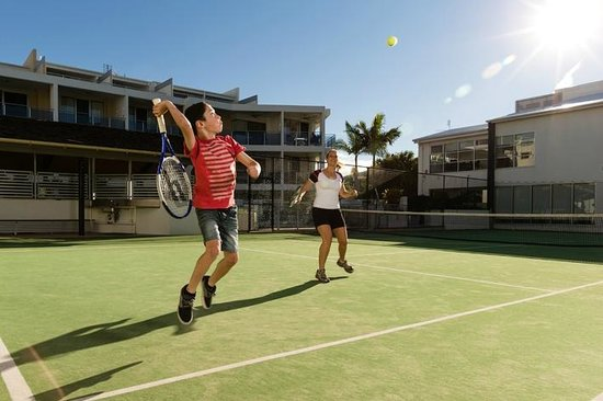 Coolum Seaside Resort: Enjoy a hit of tennis.