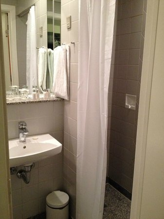 BEST WESTERN Hotel City: Небольшая ванная комната