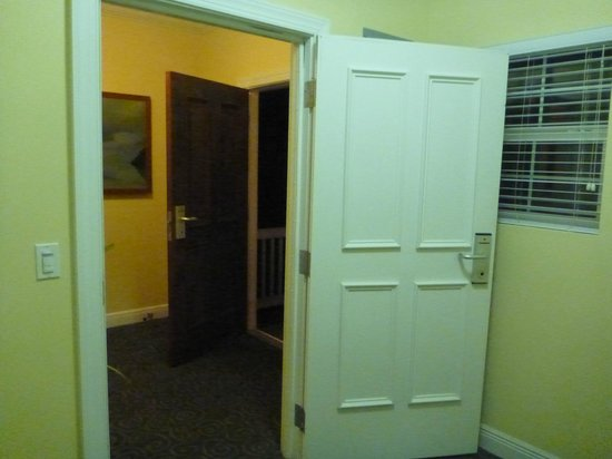 Parrot Key Hotel and Resort: Entry: Double door to 2 room