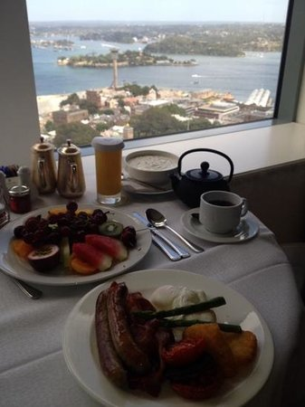 Shangri-La Hotel Sydney : room service with a view