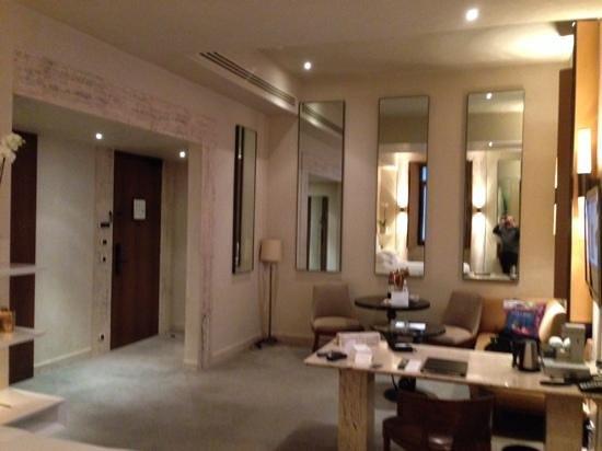 Park Hyatt Milan : quarto espaçoso