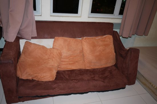 Hotel Rafflesia: our sofa!!!