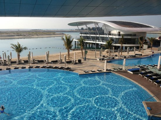 Jumeirah Emirates Towers: plage et piscines