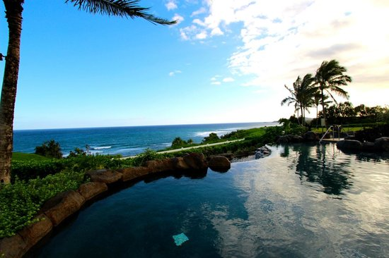 Westin Princeville Ocean Resort Villas : The infinity pool right outside our room!