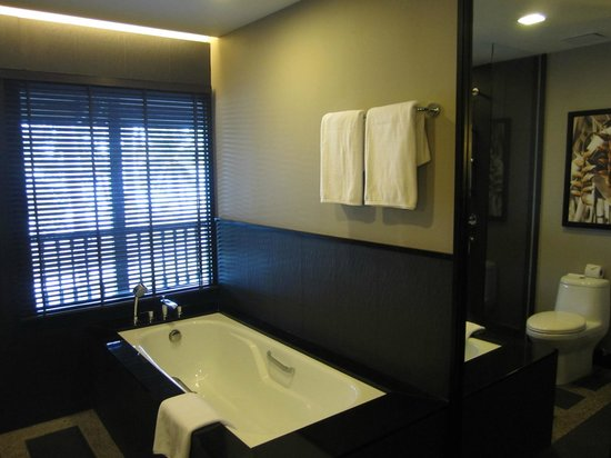 Meritus Pelangi Beach Resort & Spa, Langkawi: Bathroom