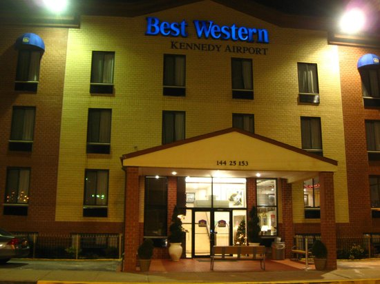 Best Western JFK Airport Hotel : Outisde view front entrance