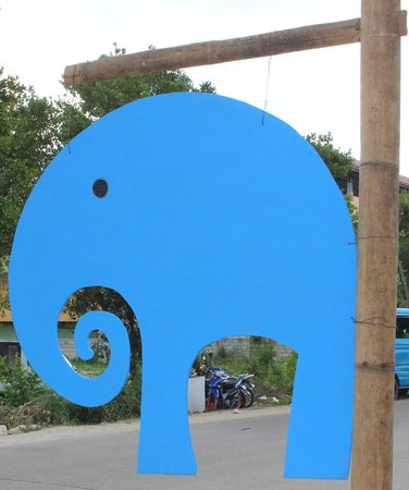 L'Elephant Bleu Cottages: Another Blue elephant