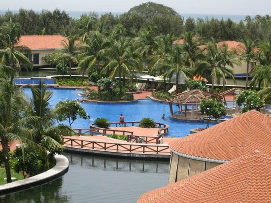 Pool picture of bonjour bonheur ocean spray pondicherry tripadvisor for Hotels with swimming pool in pondicherry