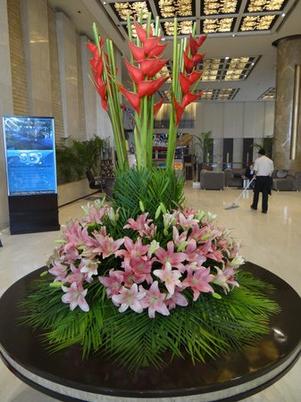 Country Inn & Suites By Carlson Sahibabad: Hotel Entry Flower Decoration
