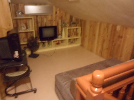 Residencia de Salvacion: BEd at the attic