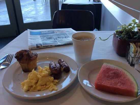 Acqua Hotel Mill Valley : Breakfast...very civilized!