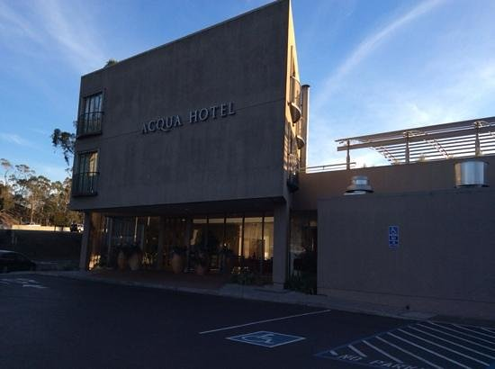 Acqua Hotel Mill Valley: The front of the building