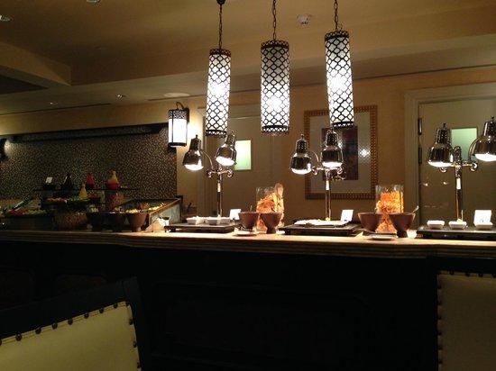 Movenpick Ibn Battuta Gate Hotel Dubai : Le lounge
