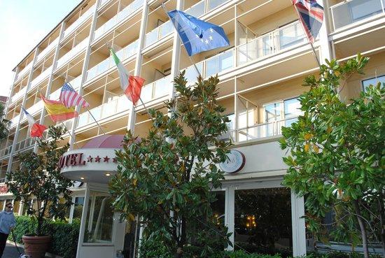 Hotel American Palace EUR: вход