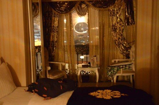 Deluxe Golden Horn Sultanahmet Hotel: Habitacion, con vistas hacia la Plaza de Sultanahmet